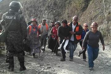Tacacoma: Liberan a policías y sigue la tensión en la mina