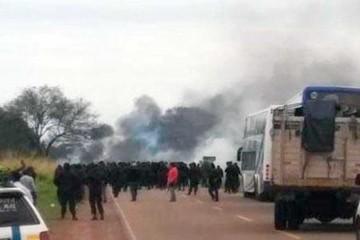 Policía interviene bloqueo de guaraníes contra YPFB