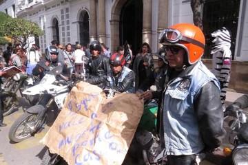 Caravana de motos parte de la ex estación