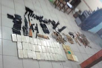 Investigan presunto tráfico de armas y drogas en Santa Cruz