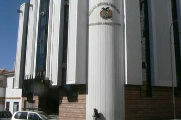 Arrestan a funcionaria y Consejo niega presiones