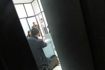 Encarcelan a funcionaria que presionó a un juez