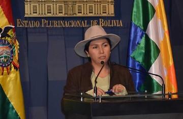 """La ministra Paco dice """"estar lista"""" para interpelación"""