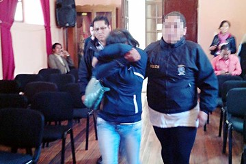 Policía aprehende a supuesta estafadora