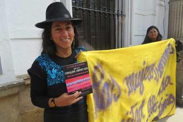 Activistas feministas presentan libro