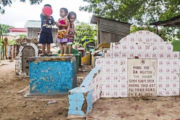 Camboya: Cementerios son ocupados por familias