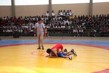 Nacional de Lucha recibe a seis selecciones