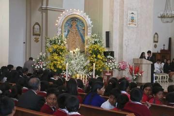 Devotos se rinden ante la Virgen de Guadalupe