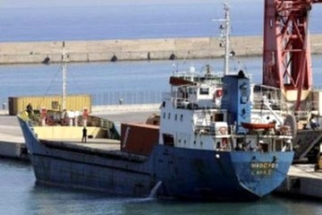 Captura en Grecia un barco con bandera boliviana que transportaba armas a Libia
