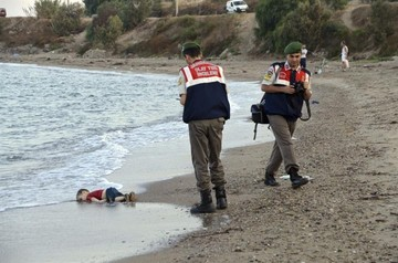 La historia detrás de la foto: ¿Por qué hay niños muertos en las costas de Europa?