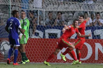 Gales con un pie en la Euro