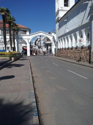 En el Día del Peatón, calles y avenidas de Sucre se convierten en canchas deportivas y ciclovías