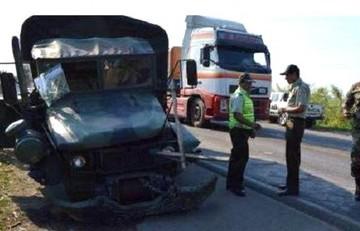 Choque entre camión y vagoneta al norte de Santa Cruz deja cinco muertos y tres heridos
