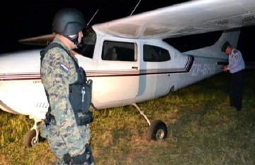 """Detienen en Paraguay a un ex militar boliviano que pilotaba """"narcoavioneta"""""""