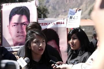 Hija del presidente Evo encabeza marcha exigiendo justicia por los 43 desaparecidos en México