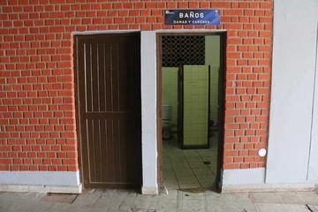 Usuarios de baños aplazan el servicio