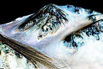 NASA confirma que en Marte existe agua y posiblemente vida