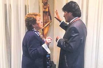 """Evo dice que vio """"interés"""" de Bachelet para dialogar"""
