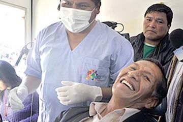 Entregarán 4.500 prótesis dentales a adultos mayores