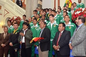 Gobierno aprueba horario continuo en La Paz para ver este jueves a la Selección de fútbol