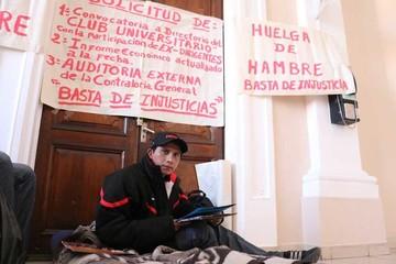 """Ex titular de la """"U"""" exige auditoría en huelga de hambre"""