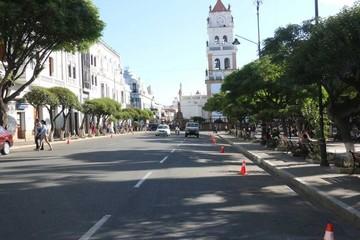 Plaza: Prohíben parqueo  para realzar arquitectura