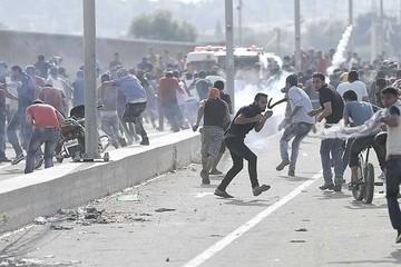 Israelíes y palestinos se hunden en ola violenta