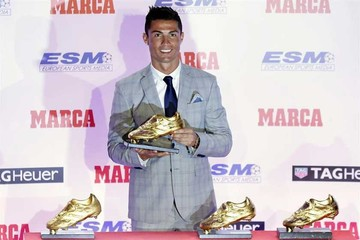 Ronaldo recibe bota de oro