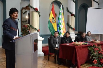 Morales inaugura reunión con embajadores y dice que Bolivia no fracasará por baja del crudo