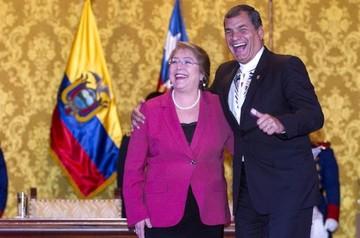 Correa le dice a Bachelet que su cariño y su corazón están con Bolivia y Chile