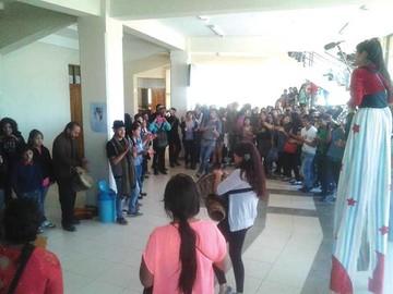 Jóvenes artistas del país intervienen Sucre y Yotala