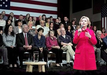 Clinton admite culpa por ataque a Embajada
