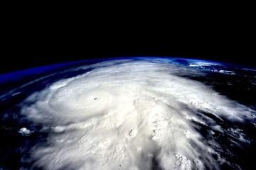 Poderoso huracán Patricia impacta en costa mexicana