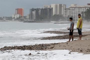 Múltiples inundaciones y alertas de tornado en Texas a la espera de Patricia