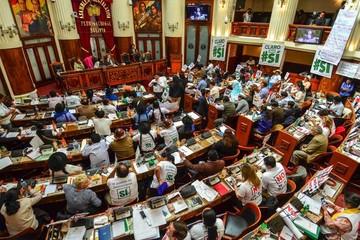 La Asamblea se enfrasca en un encendido debate