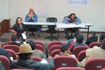 Cerca de 200 artistas debaten para definir políticas culturales