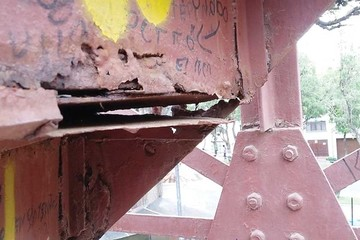 Deterioro de la torre Eiffel representa un  riesgo para población