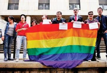 Las parejas homosexuales podrán adoptar menores