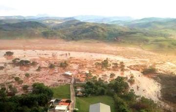 Aumentan víctimas de la avalancha de lodo en Brasil