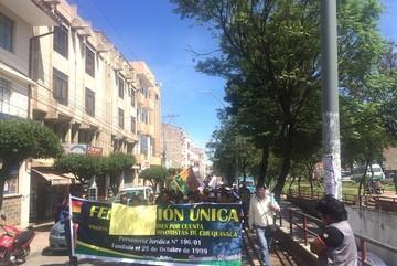 Sucre: Marchan pidiendo justicia para Damiana Carvajal Choque