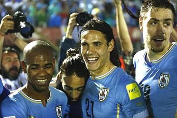 Uruguay propina a Chile con un 3-0 el peor golpe en la era Sampaoli
