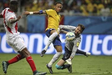 Brasil gana y asciende