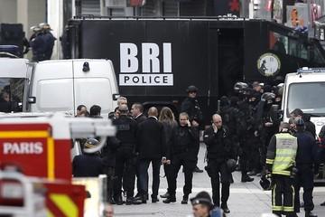 Dos muertos, 25 personas detenidas y 118 registros realizados durante la noche en Francia