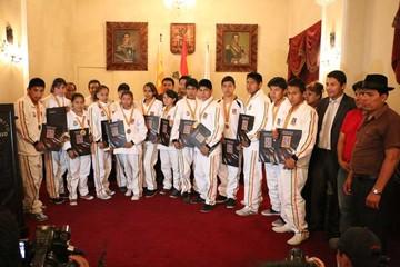 Condecoran a 17 karatecas