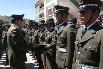 Se gradúan 95 policías  y baja cupo para 2016