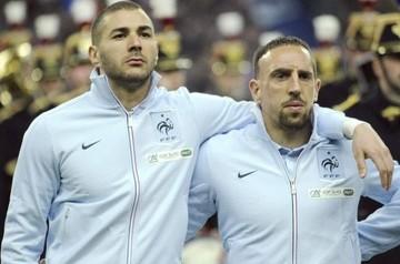 Polémica en Francia por el escupitajo de Benzema tras la Marsellesa