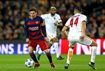 Barcelona humilla a Roma y pasa a octavos