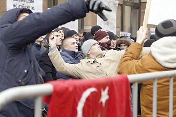Turquía intenta calmar  ánimos en guerra al EI