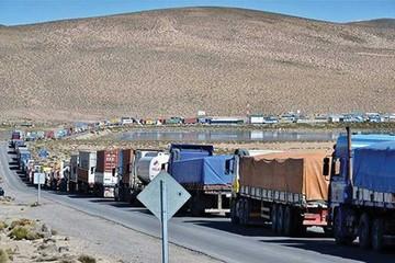 Bolivia exige a Chile que deje pasar la mercadería boliviana