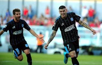 Racing vence en el clásico y se acerca a la Libertadores